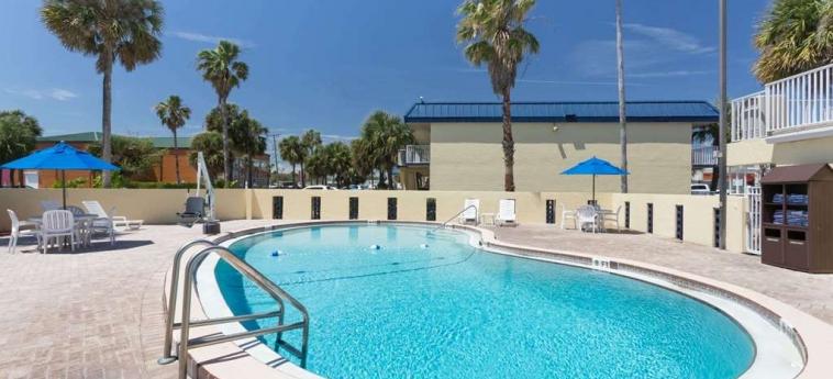 Hotel Days Inn Cocoa Beach: Swimming Pool COCOA BEACH (FL)
