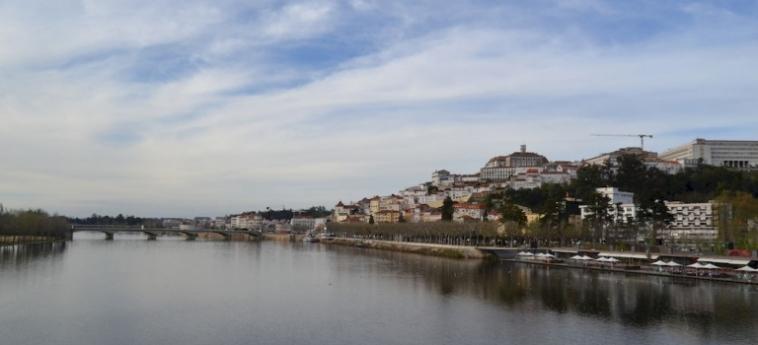 Coimbra Portagem Hostel: Außenschwimmbad COIMBRA