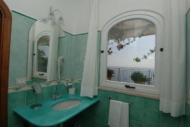 Hotel Pupetto: Salle de Bains COTE AMALFITAINE