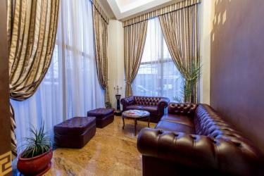 Hotel Rexton: Wohnzimmer CRAIOVA