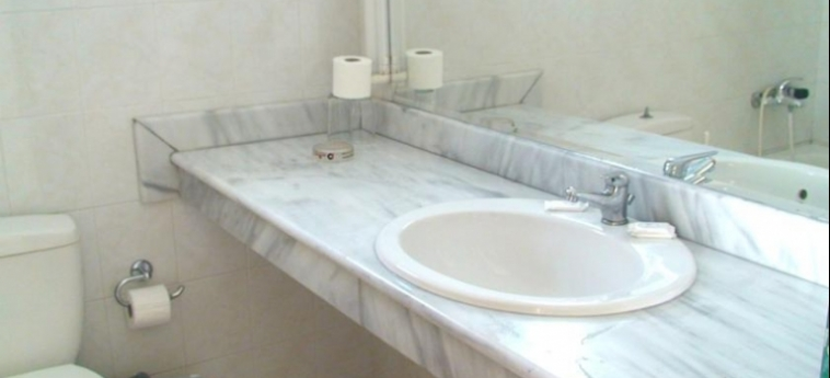 Hotel Despo: Bathroom CRETE