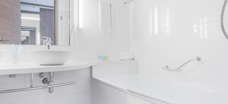 Hotel Vassos Nissi Plage: Bathroom CYPRUS
