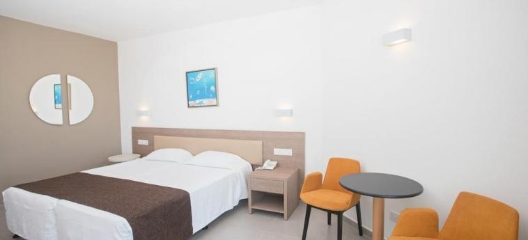 Hotel Vassos Nissi Plage: Bedroom CYPRUS