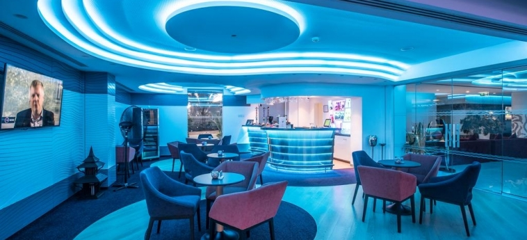 Hotel Vassos Nissi Plage: Lounge Bar CYPRUS