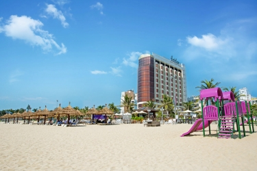 Holiday Beach Danang Hotel & Spa: Frente Hotel DA NANG
