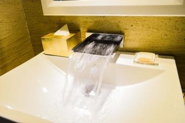 Holiday Beach Danang Hotel & Spa: Lababo del baño DA NANG