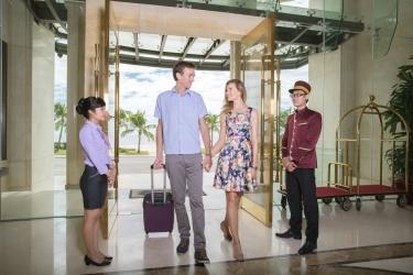 Holiday Beach Danang Hotel & Spa: Recepción DA NANG
