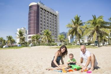 Holiday Beach Danang Hotel & Spa: Vista a la playa DA NANG