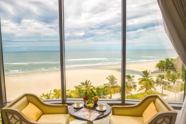 Holiday Beach Danang Hotel & Spa: Vista de la habitación DA NANG