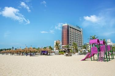 Holiday Beach Danang Hotel & Spa: Facciata dell'hotel DA NANG