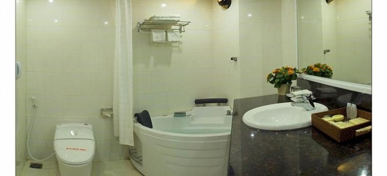Hotel Phuong Dong Orient: Salle de Bains DA NANG