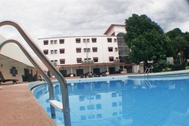 Hotel Gran Nacional: Piscine extérieure DAVID