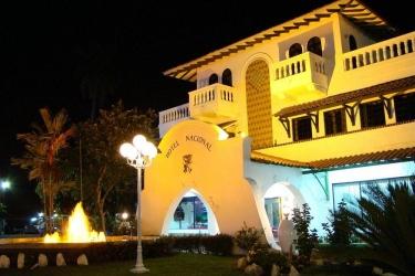 Hotel Gran Nacional: Facciata dell'hotel – sera/notte DAVID