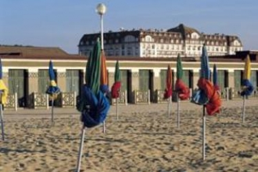 Hotel Barrière Le Royal Deauville: Plage DEAUVILLE