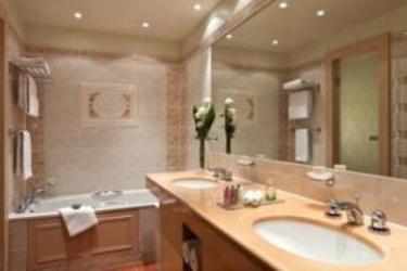 Hotel Barrière Le Royal Deauville: Badezimmer DEAUVILLE