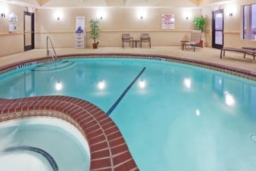 Hotel Holiday Inn Express & Suites Denton-Unt-Twu: Piscine extérieure DENTON (TX)