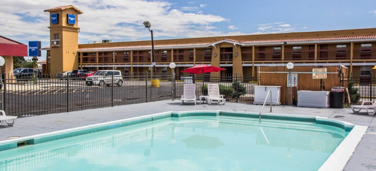 Hotel Quality Inn Airport: Outdoor pool DENVER (CO)