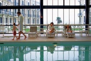 Barrière Le Grand Hotel Dinard: Außenschwimmbad DINARD