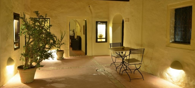Hotel Dar Dhiafa: Patio DJERBA