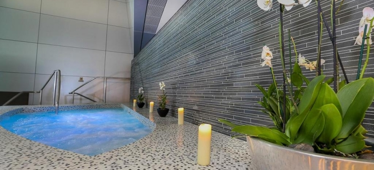 Oryx Airport Hotel -Transit Only: Jacuzzi DOHA