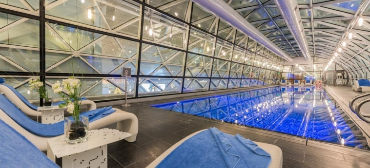 Oryx Airport Hotel -Transit Only: Piscina DOHA