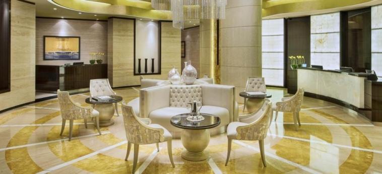 Hotel Damac Maison Cour Jardin: Interno DUBAI