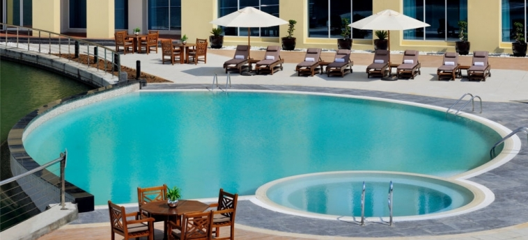 Hotel Courtyard Dubai, Green Community: Swimming Pool DUBAI