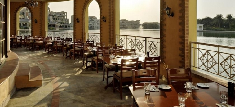 Hotel Courtyard Dubai, Green Community: Panoramic Restaurant DUBAI