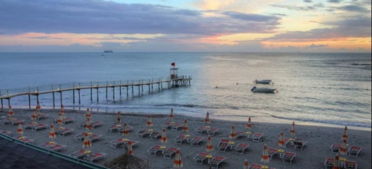 Hotel Aragosta: Beach DURRES
