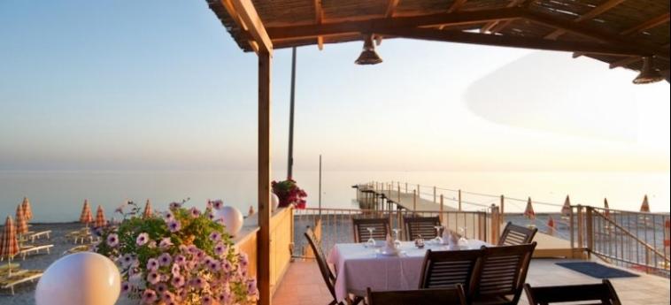 Hotel Aragosta: Terrace DURRES