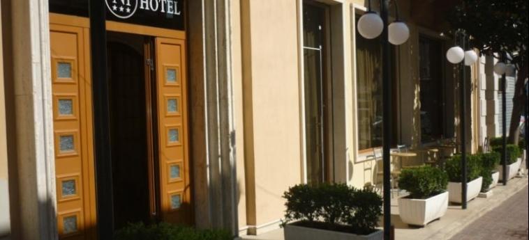 Hotel Nais: Entrance DURRES