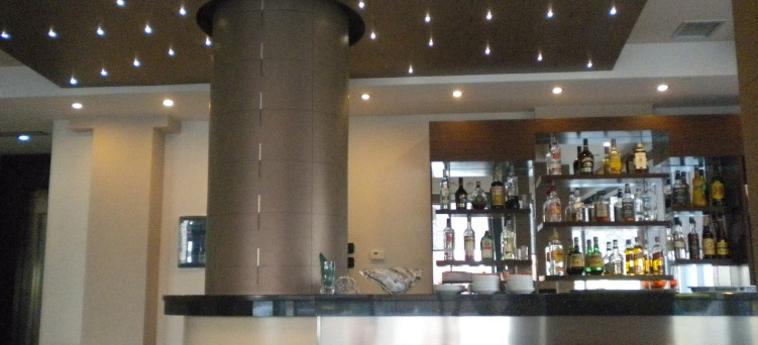 Hotel Nais Beach: Bar DURRES