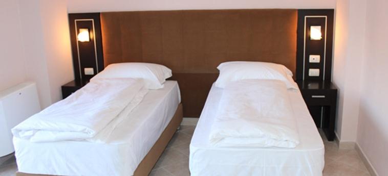Hotel Nais Beach: Room - Club Twin DURRES