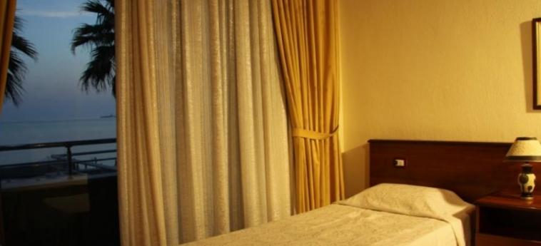 Hotel Vivas: Schlafzimmer DURRES