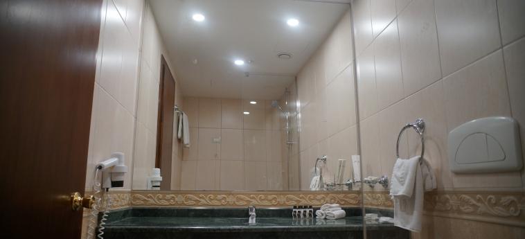Hotel Adriatik: Salle de Bains DURRES