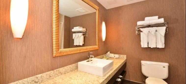 Edmonton Hotel & Convention Centre: Cuarto de Baño EDMONTON