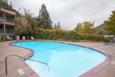 Hotel Yosemite View Lodge: Piscina EL PORTAL (CA)