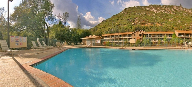 Hotel Yosemite View Lodge: Piscina EL PORTAL (CA)