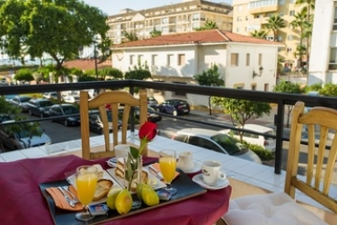 Hotel Caracas Playa: Terrazza ESTEPONA - COSTA DEL SOL