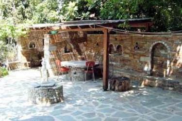Gikas Apartments: Exterior EUBOEA