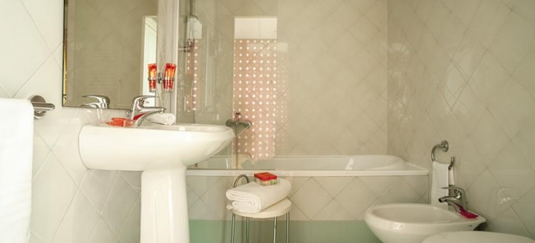 Hotel Room Mate Luca: Bathroom FLORENCE