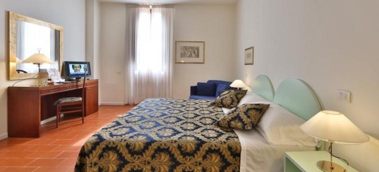 Hotel Villa Gabriele D'annunzio: Habitación FLORENCIA