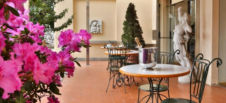 Hotel Villa Gabriele D'annunzio: Terraza FLORENCIA