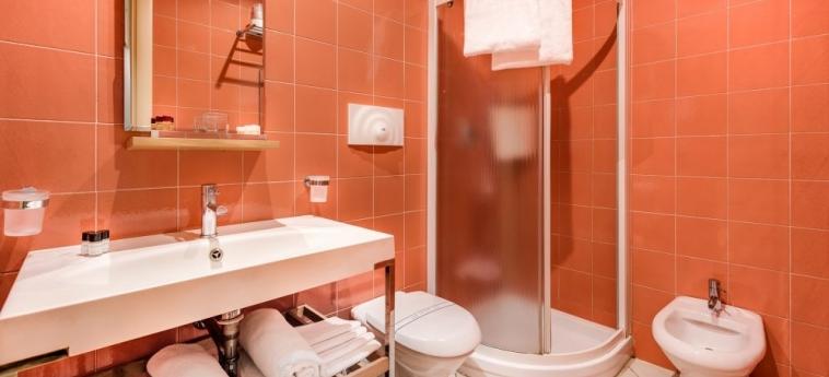 Hotel La Fortezza: Badezimmer FLORENZ