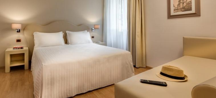 Hotel La Fortezza: Dreibettzimmer FLORENZ