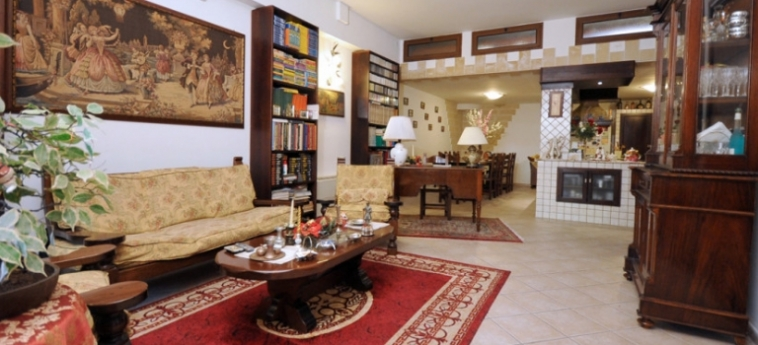 Vanny Bed And Breakfast: Living Room GALLIPOLI - LECCE