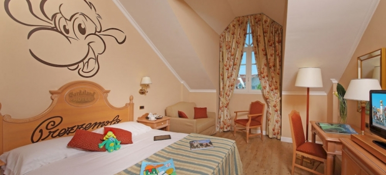 Hotel Gardaland: Chimenea GARDALAND - CASTELNUOVO DEL GARDA