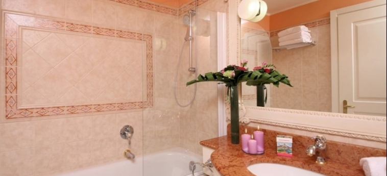 Hotel Gardaland: Cuarto de Baño GARDALAND - CASTELNUOVO DEL GARDA