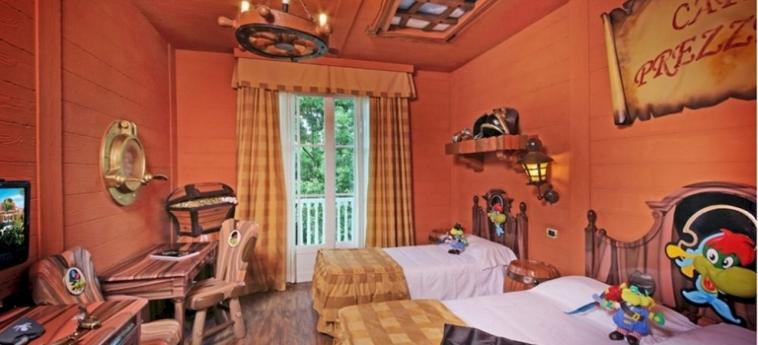 Hotel Gardaland: Escalinata GARDALAND - CASTELNUOVO DEL GARDA
