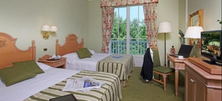 Hotel Gardaland: Habitaciòn Cuàdruple GARDALAND - CASTELNUOVO DEL GARDA